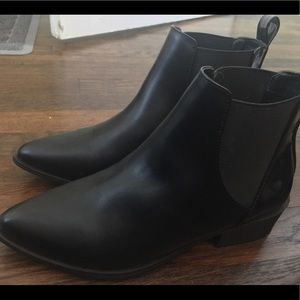 American eagle black boots never worn